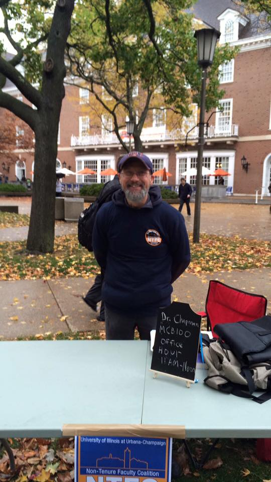 Dr. Ken Chapman from Molecular and Cellular Biology holding office hours in the Quad!